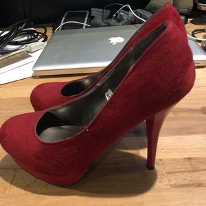 Good Condition Size 6 Red heels